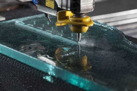 водно рязане стъкло външна реклама